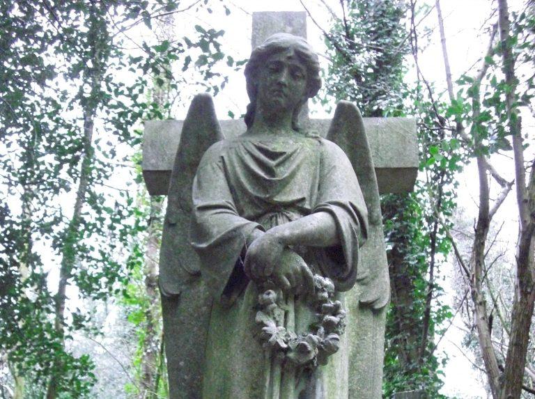 Totenkult und Mobilfunk: QR-Code auf japanischen Grabsteinen