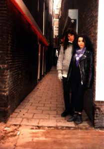 Mit einer Freundin im Rotlichtbezirk