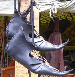 Mittelalterliche Schnabelschuhe