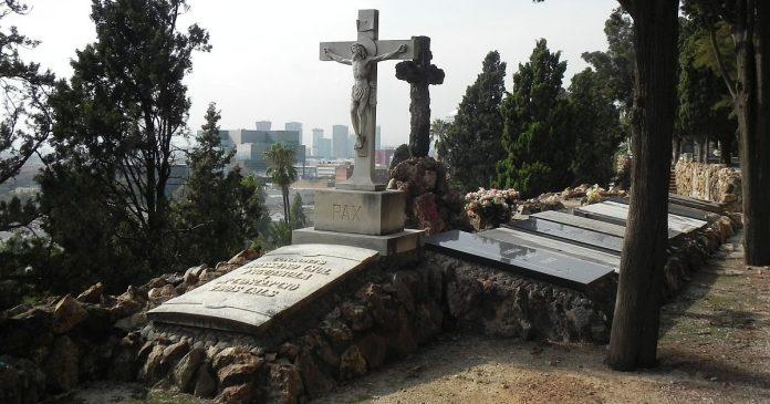 Cementiri de Montjuïc - Kreuze - Allerheiligen