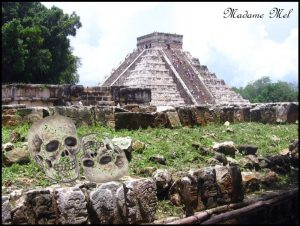 Madame Mel - Opferplattform in Chichen Itza