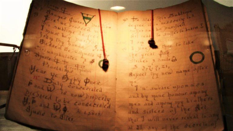 Wicca: Moderne Hexen und Hexer des 21. Jahrhunderts