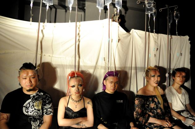Bodymodification auf Japanisch: Bagelheads