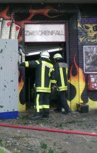 Feuer im Zwischenfall - Eingangsbereich und Feuerwehr