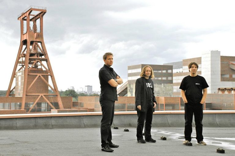 Dusk to Dawn: Remains – Schallplatten passen nicht in Briefkästen
