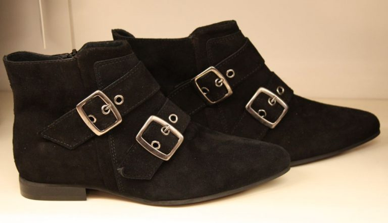 Ohne Worte: These Boots are made for (expensive) Walking