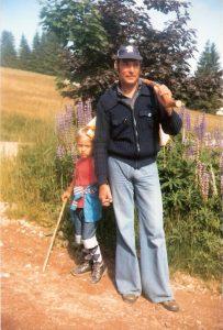 Urlaub im Schwarzwald 1980 - Mein Vater findet Schlaghosen immer noch modern und ich bin einfach nur zickig.