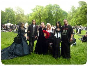 Janina und Nikita beim viktorianischen Picknick