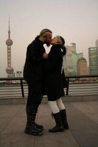Janina und Nikita vor der Skyline