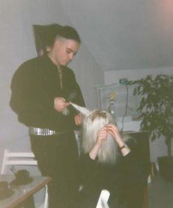 Turm-Frisur auskämmen