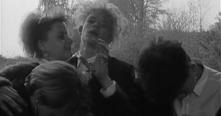 """Video 1990: """"Was feiert ihr hier eigentlich? – Robert Smiths Geburtstag!"""""""