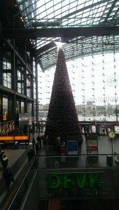 Bahnfahren - Der Weihnachtsbaum in Berlin