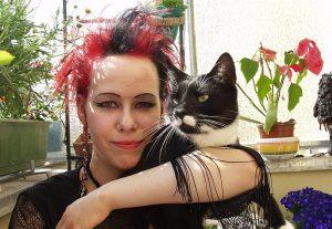 2001 - Caro mit Kater auf dem Balkon