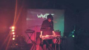Adam Usi auf der Bühne