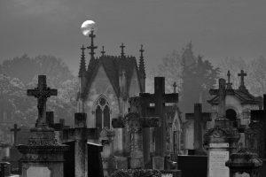 Friedhof mit Mond