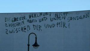 tanzfledermaus-gesellschaftskritik-schriftzug