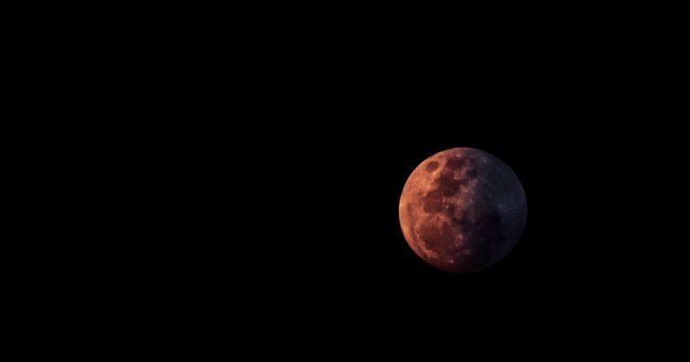 Musikperlen – Während sich der Mond versteckt, kriechen Liliputaner unter der Kälte hindurch (Tauchgang #40)