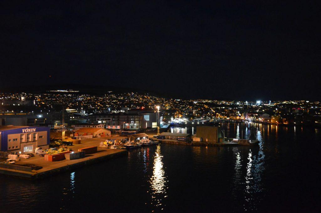 Färöer - Hafen bei Nacht