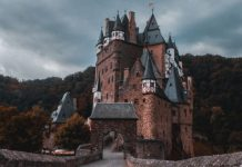 My Home is my Castle - Jonny Caspari @ Unsplash