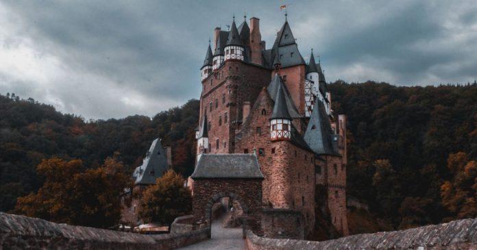 My Home is my Castle - Jonny Caspari @ Unsplash