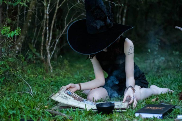 #WitchTok – Spirituelle Achtsamkeit oder antisemitischer Pseudofeminismus?